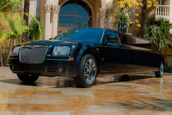 8 Person Chrysler 300 Limo Service San Antonio